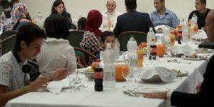 Refugiados no Encontro pela Paz em Assis vão almoçar com o Papa