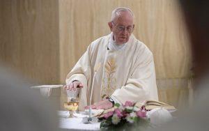 Arcanjos são companheiros de vida, diz Papa em homilia