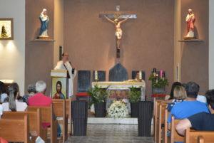Fiéis participam de momento Mariano na Catedral de Palmas