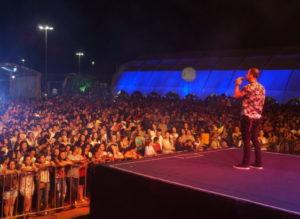 Gil Monteiro subindo pela 1ª vez no palco do Palmas Capital da fé