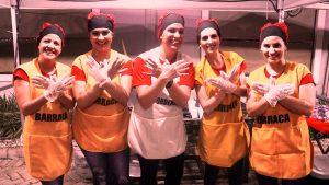 Imagem: Paroquianos servindo nos Festejos da Catedral - Foto: Heraldo Lima