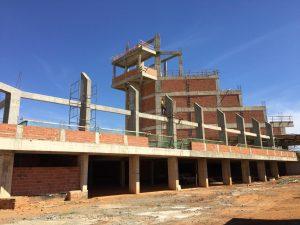 Imagem: Construção da Catedral já pode ser vista por quem passa pela Praça dos Girassóis/ Foto: Heraldo Lima