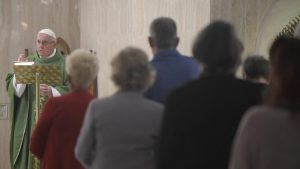 Papa: Ai dos cristãos hipócritas, que deixam Jesus na Igreja