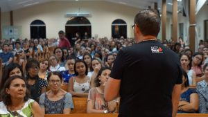 Fiéis esperam Ironi Spuldaro a partir desta terça-feira (10) - Foto: Heraldo Lima