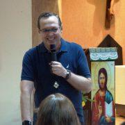 Noites de cura e libertação contam com testemunhos e fortes momentos de oração