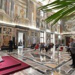Papa a jornalistas cristãos: a narração do belo alimenta o mundo de esperança