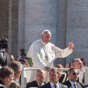 Papa ordena 9 novos sacerdotes para a Diocese de Roma, entre eles um brasileiro